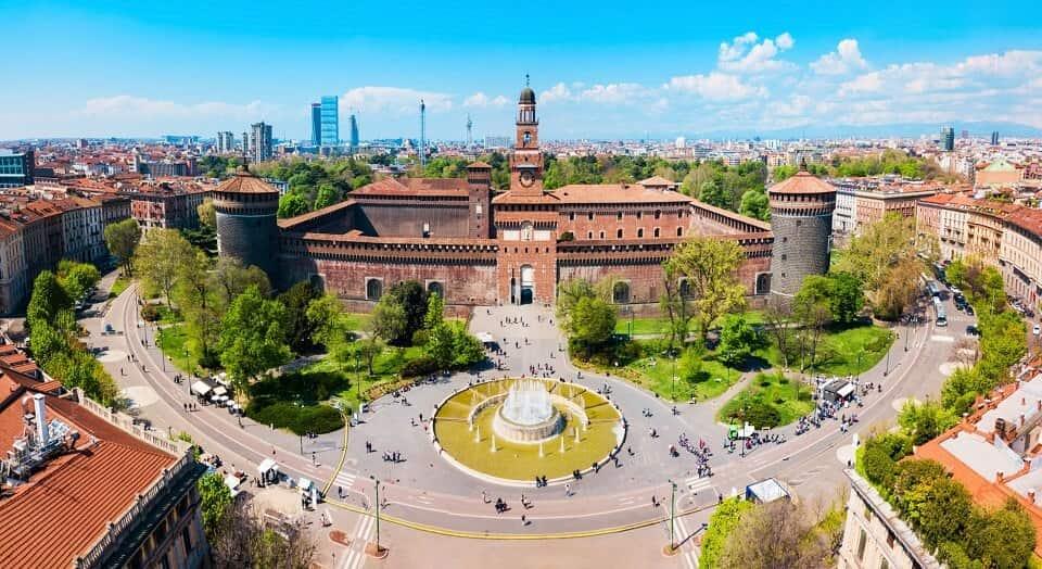 taxi in zona castello sforzesco a Milano, prenotalo con Whatsapp, Telegram o scaricando la app di Taxi milano 028585: InTaxi