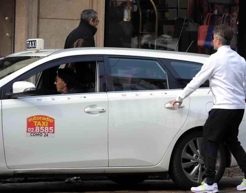 come prendere un taxi a Milano con 028585