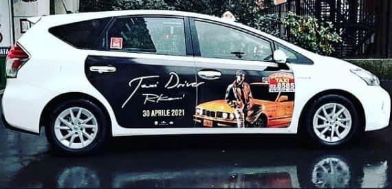 pubblicità sui a taxi a milano per lancio disco Rkomi