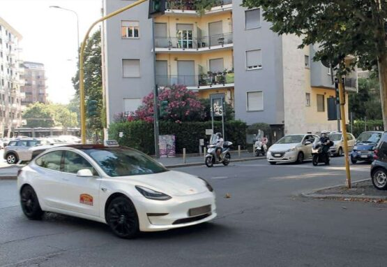 taxi tesla - taxi ecologici della flotta 028585 milano radiotaxi